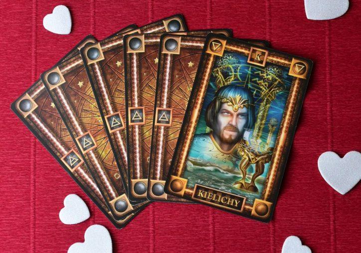 Król Kielichów tarot wygląd